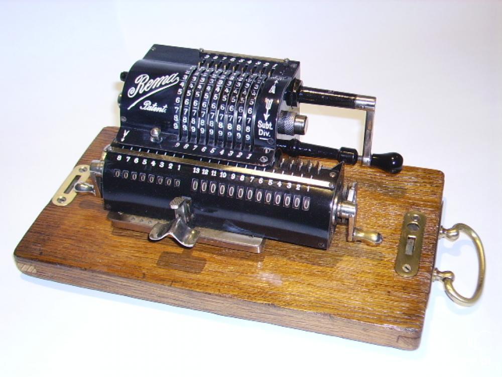 Wybitny Renowacja i konserwacja zabytkowych maszyn do pisania i liczenia KA11